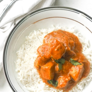 Indian Butter Chicken: Add some spice to your dinner tonight and bring home the fragrance and taste of India with this delicious and creamy Indian butter chicken recipe | aheadofthyme.com