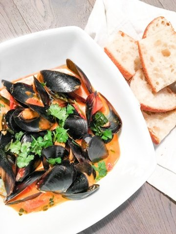 Thai Red Curry Mussels: Show off your kitchen skills with this quick and gorgeous appetizer. Serve with a side of bread for dipping. | aheadofthyme.com