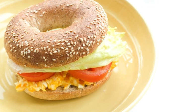 E.L.T (Egg Lettuce Tomato) Breakfast Bagel: Start your morning right and curb your hunger with a healthy and classic breakfast bagel | aheadofthyme.com