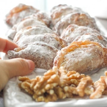 Ghotab / Qottab Pastry (Traditional Iranian Almond and Walnut-Filled Crescents): Ghotab or Qottab is a traditional Iranian almond and walnut-filled crescent pastry that is infused with cardamom and cinnamon flavours to make the perfect treat | aheadofthyme.com