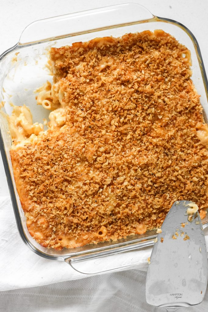 It's officially fall so bring on the ultimate comfort food -- creamy, cheesy, classic baked macaroni and cheese with a crunchy topping. | aheadofthyme.com