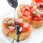Entertaining has never been easier with this delicious, fresh and simply Italian appetizer. Try an easy tomato bruschetta with balsamic glaze today! | aheadofthyme.com