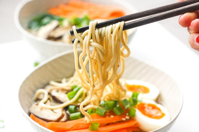 Quick and Easy Vegetarian Ramen: Put down that cup of instant noodles and make fresh, quick and easy vegetarian ramen in 15 minutes. | aheadofthyme.com