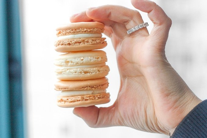 Classic French Macaron with Vanilla Filling: Every bite of this sweet, classic french macaron with vanilla buttercream filling is melt-in-your-mouth goodness. | aheadofthyme.com