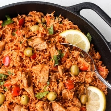 Packed with flavour, real ingredients and vibrant colours, one pot Spanish chicken and rice is the perfect no fuss, no clean up weeknight meal. | aheadofthyme.com