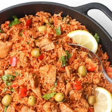 One Pot Spanish Chicken and Rice: Packed with flavour, real ingredients and vibrant colours, one pot Spanish chicken and rice is the perfect no fuss, no clean up weeknight meal. | aheadofthyme.com