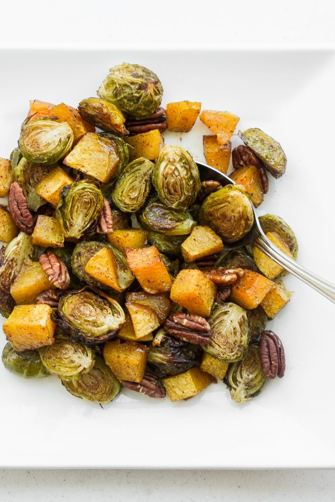 Take the stress out of entertaining with this easy, one-pan maple roasted brussels sprouts and butternut squash side dish, filled with flavour in every bite. | familycuisine.net