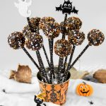 Spooky Halloween Chocolate Cake Pops