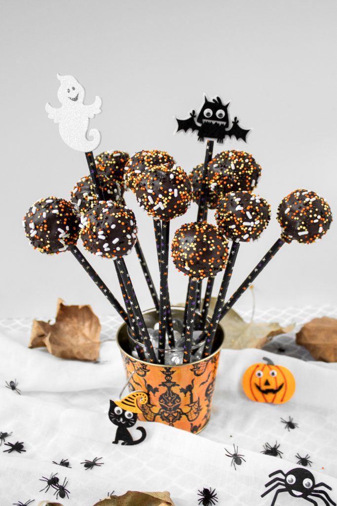 Trick or Treat! Easy to make and decorate, bite-sized spooky chocolate cake pops packed with chocolate and sprinkles are the perfect Halloween treat. | aheadofthyme.com