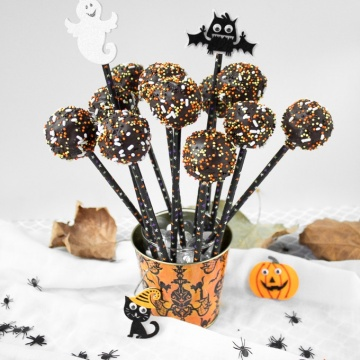 Trick or Treat! Indulge in some chocolate goodness this Halloween with these easy to decorate, spooky chocolate cake pops. | aheadofthyme.com