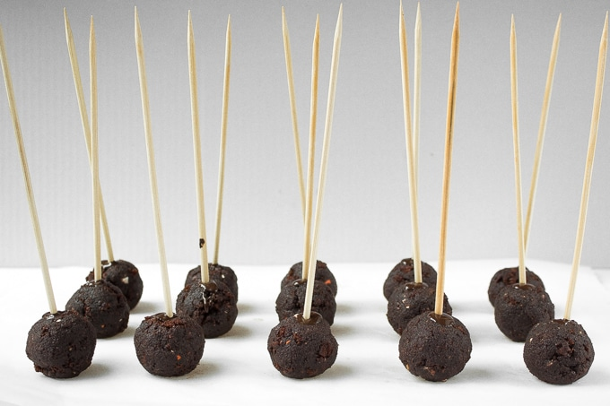 Trick or Treat! Indulge in some chocolate goodness this Halloween with these easy to decorate, spooky chocolate cake pops.   aheadofthyme.com