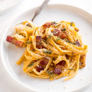 If you like traditional carbonara, you are going to love creamy butternut squash carbonara pasta with Parmesan, bacon and sage. The best fall comfort food. | aheadofthyme.com