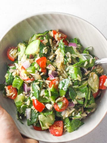 Looking for filling, gluten-free, dish that is quick and easy to put together, and doesn't break the bank? Then you will love Mediterranean brown rice salad! | aheadofthyme.com