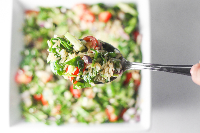 Looking for a filling, gluten-free, dish that is quick and easy to put together, and doesn't break the bank? Then you will love Mediterranean brown rice salad! | aheadofthyme.com