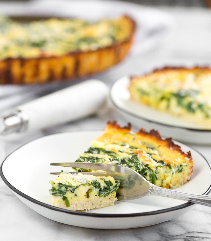 Spinach and feta quiche with cauliflower crust is the perfect guilt-free recipe to get you through breakfast, lunch, or dinner! | aheadofthyme.com