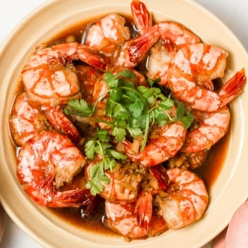 10-minute tiger prawns in garlic ginger soy sauce is juicy, tender and immersed in incredible Asian flavours. It's the perfect weeknight meal. | aheadofthyme.com