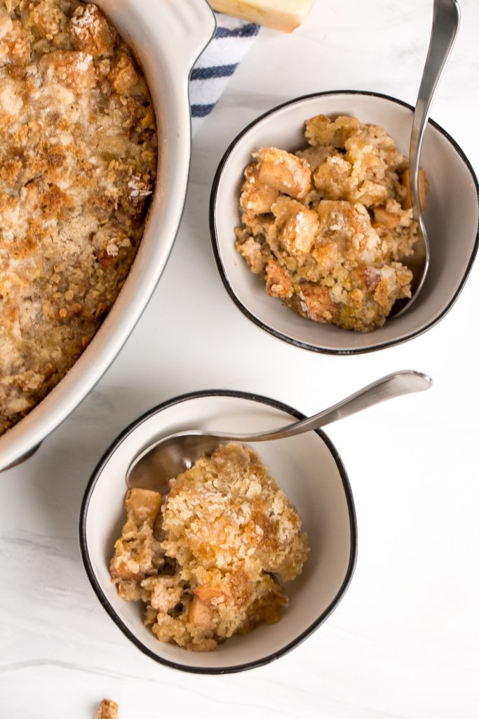 Quick and easy cinnamon apple baked oatmeal topped with a crumbled streusel-like topping is the best fall make-ahead breakfast. Prep it in 10 minutes. | aheadofthyme.com