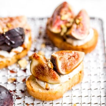 Fig crostini topped sweet, juicy figs, tangy goat cheese and crunchy pistachios is flavourful, delicious, and perfect for snacking on or entertaining. | aheadofthyme.com