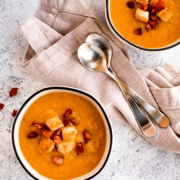 Easy butternut squash and apple soup with toasted croutons and pancetta is simple yet packed with flavour. It's healthy, warm, cozy and pure comfort food. | aheadofthyme.com