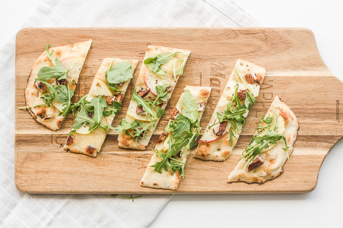 Crisp apples, peppery arugula, crunchy pecans and warm, melty aged cheddar cheese ... you seriously cannot go wrong with apple and arugula flatbread. | aheadofthyme.com
