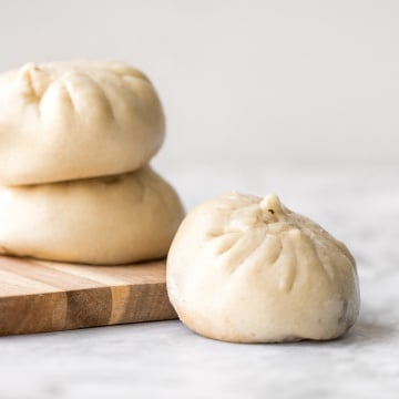 Homemade Shanghai style vegetarian steamed buns is spongy with a juicy, flavourful bok choy and mushroom filling inside bursting with Asian flavours. | aheadofthyme.com