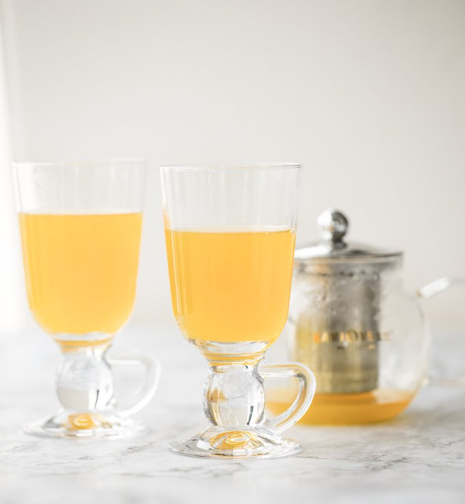 3-ingredient immune-boosting ginger turmeric tea is the ultimate daily boost for your immune system, containing some powerful anti-inflammatory and antioxidant properties. | aheadofthyme.com