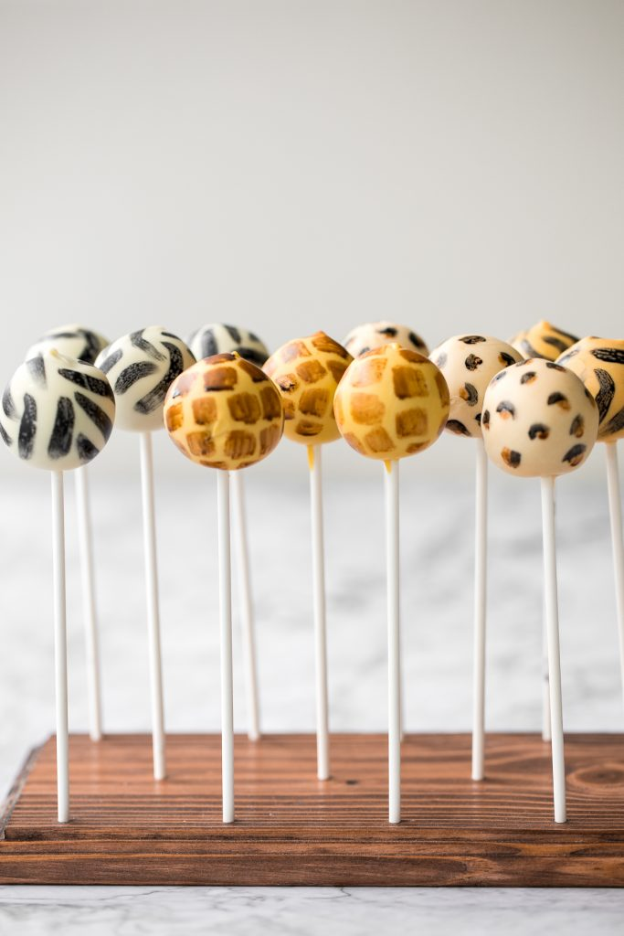 Bold safari animal print cake pops with vanilla cake and buttercream and coated in white chocolate will be the showstopper at your safari jungle party. | aheadofthyme.com
