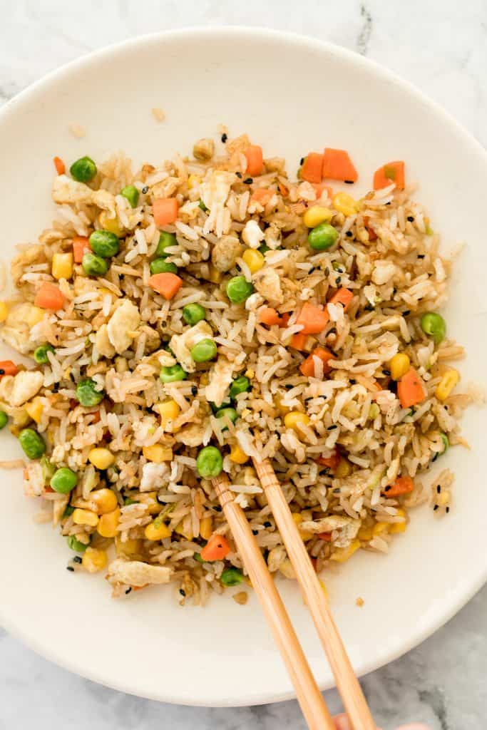 Make flavourful, Chinese restaurant-style vegetarian fried rice at home in 10 minutes, with fully customizable ingredients, and say good-bye to take-out! | aheadofthyme.com