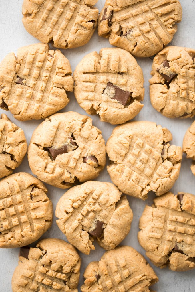 These perfectly soft, chewy and a little crumby chocolate chunk peanut butter cookies literally melts in your mouth. Make them in under 20 minutes.   aheadofthyme.com