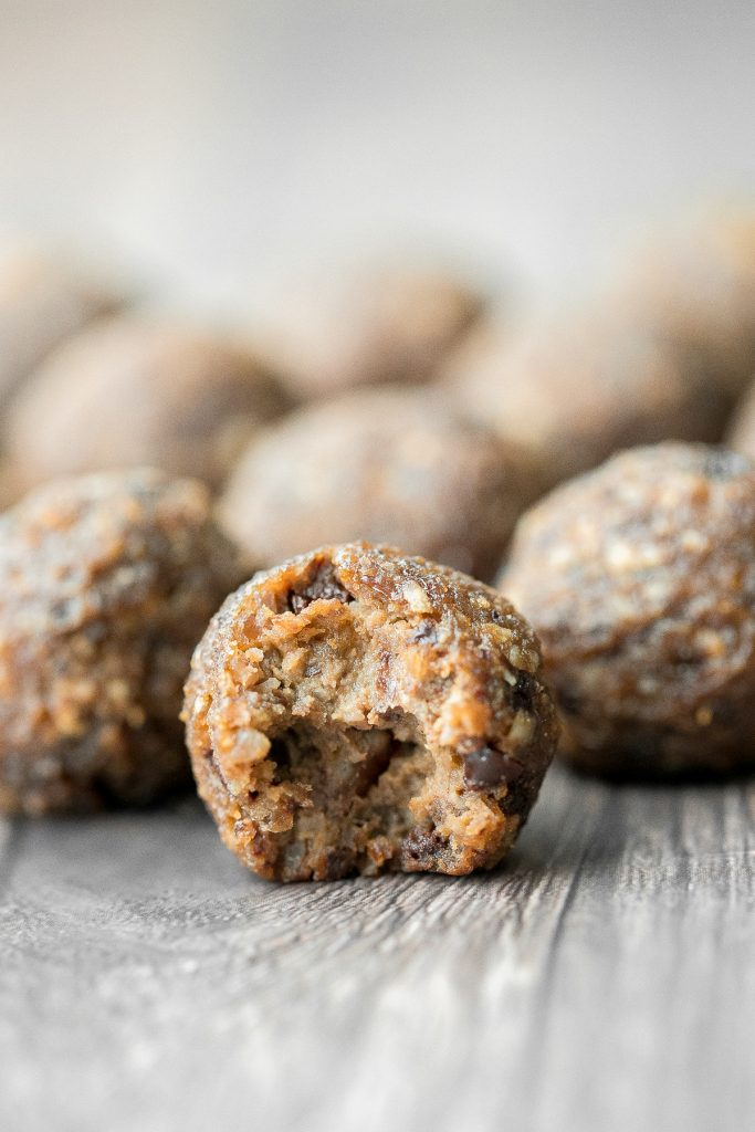 Wholesome and healthy pumpkin energy bites are a delicious, gluten-free and vegan alternative to pumpkin pie. Easy to whip up with just 15 minutes prep. | aheadofthyme.com