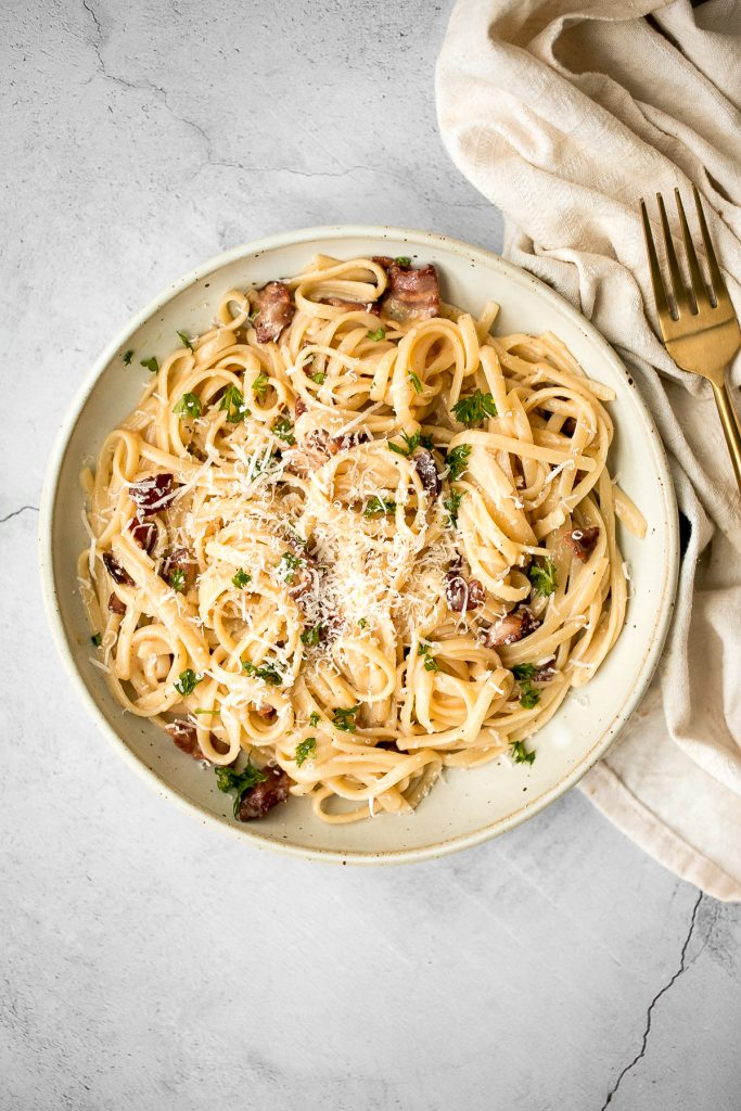 Creamy spaghetti carbonara (Spaghetti a la Carbonara) is a simple classic Italian pasta with pancetta that's quick and easy to make in minutes. | aheadofthyme.com