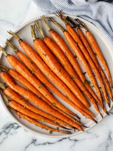Honey roasted carrots are a sweet, savoury, and salty side dish that pairs well with almost any entree. With these flavours, everyone will want seconds.   aheadofthyme.com