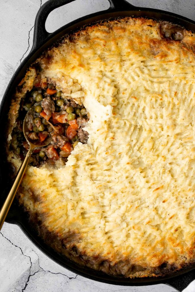 Skillet shepherd's pie is a savoury and hearty traditional comfort food. With flavourful beef and fluffy potatoes, this cozy meal it will warm you up. | aheadofthyme.com