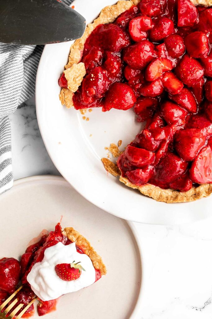 Fresh strawberry pie is a delicious, summer dessert loaded with juicy strawberries and homemade strawberry glaze with no jello, in a flakey pie crust.   aheadofthyme.com
